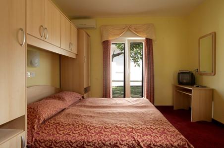 der preis f r die unterkunft in einer pension in bellevue. Black Bedroom Furniture Sets. Home Design Ideas